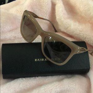 Burberry womens squared sunglasses